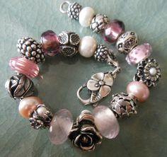 Pearls are a girls best friend. Bead Jewellery, Beaded Jewelry, Beaded Necklace, Bracelet Crafts, Jewelry Crafts, Chunky Jewelry, Bohemian Bracelets, Pandora Bracelets, Handcrafted Jewelry