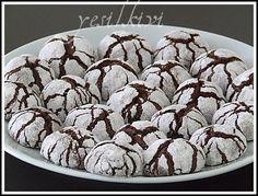 çikolatalı çatlak kurabiye Crack Cookies Recipe, Yummy Cookies, Cookie Recipes, Chocolate Crack, Sweet Like Chocolate, No Bake Desserts, Dessert Recipes, Cracked Cookies, Pasta Cake