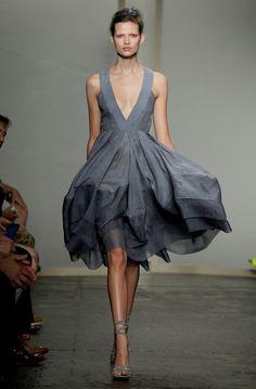 Vestidos divinos direto da New York Fashion Week | Gabi Chanas