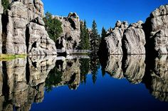 """Sylvan Lake, Custer State Park, South Dakota, it really is this beautiful there, nice hiking trails all around it. The second """"National Treasure"""" was filmed in part here. South Dakota Vacation, South Dakota Travel, North Dakota, Places To Travel, Places To See, Sylvan Lake, Custer State Park, Road Trip Usa, Vacation Destinations"""