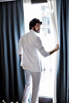 "Képtalálat a következőre: ""engin akyürek l officiel"" Good Looking Men, Looking Gorgeous, Charming Man, Photography Poses For Men, Turkish Beauty, Hot Actors, Turkish Actors, Best Actor, Beautiful Men"