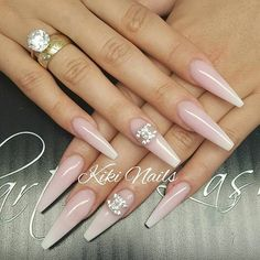 Best Photo Nail Art Red rhinestones Concepts Nails utilized to come within three colours. Crimson, reddish plus red. Rhinestone Nails, Bling Nails, My Nails, Bling Nail Art, Jolie Nail Art, Nagel Bling, Fall Acrylic Nails, Fall Nails, Nails Design With Rhinestones