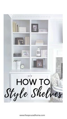 Styling Bookshelves, Decorating Bookshelves, Bookshelves Built In, Bookcases, Living Room Carpet, Home Living Room, Living Room Decor, Chic Living Room, Interior Design Living Room