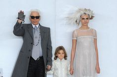 Designer Karl Lagerfeld, his godson Hudson Kroenig and model Cara Delevingne walk the runway during a Chanel show. White Fashion, Love Fashion, Fashion News, Fashion Models, Fashion Show, Fashion Trends, Karl Lagerfeld, Hudson Kroenig, Old Models