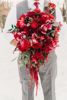 A Cranberry & Marsala Winter Elopement |Photographer: Alicia Wiley Photography