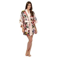 This lightweight kimono is the perfect finish to Ted Baker's co-ordinating nightwear range. In pink, it comes in a beautiful oil paint floral print and has silky satin trims with understated black accents.
