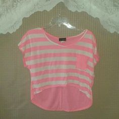 Pink and white crop top Preloved / in excellent condition say anything  Tops Crop Tops