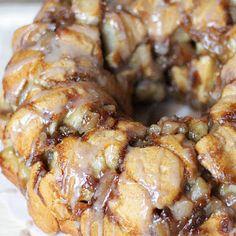 Apple Pie Monkey Bread Recipe – Yes it is as GOOD as it sounds! @keyingredient #pie #breakfast #easy #delicious #bread