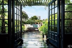 Hairstylist Guido Palau transformed the rooftop of his Manhattan duplex into a lush garden retreat.