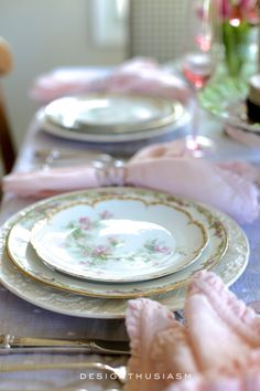 Vintage China for Easter ~ Mary Wald's Place - Mixing Old and New in a Seasonal Tablescape French Farmhouse Decor, French Country Decorating, Country French, Country Farmhouse, Vintage Plates, Vintage China, Vintage Dishes, Vintage Table, Country Interior Design