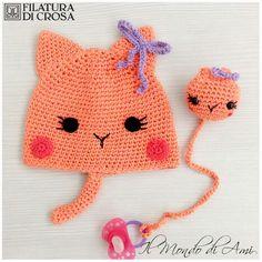 Berrettino gatto per bimba e portaciuccio realizzato in cotone Filatura di Crosa #handmade #crochet #uncinetto #fattoamano #gatto #cat #filato #filaturadicrosa #cotone #cotton #yarn #bimbi #baby #portaciuccio #ciuccio #pacifier #pacifierholder #amigurumi