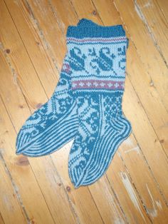Blue pattern socks - I just finnished these socks for a friend. I found them at garnstudio.no. They have really nice knitting and crocheting patterns!