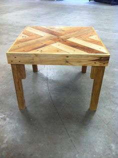 DIY Chic Pallet Coffee Table with Triangle Tessellation | #101Pallets