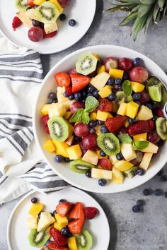 The BEST Summer Fruit Salad filled with loads of fresh fruit and dressing FREE. It's the perfect refreshing salad to have around all summer long that's naturally gluten free. Healthy Snack Options, Healthy Low Carb Recipes, Healthy Fruits, Easy Healthy Dinners, Fruits And Veggies, Healthy Snacks, Salade Healthy, Fruit Salad Making, Summer Salads With Fruit