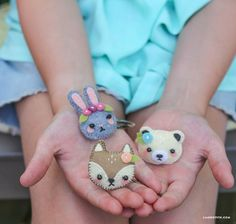 Hair Accessories DIY Mini Felt Animal Hair Clips Tutorial with FREE Pattern - Make this set of adorable mini felt hair accessories using this simple pattern from handcrafted lifestyle expert Lia Griffith and her team. Felt Animal Patterns, Stuffed Animal Patterns, Felt Patterns Free, Felt Diy, Felt Crafts, Sewing For Kids, Diy For Kids, Felt Hair Accessories, Felt Hair Clips