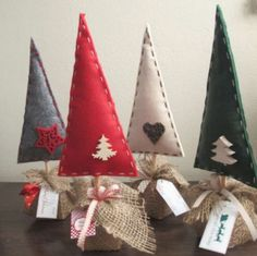 Alberelli fai da te in feltro Fabric Christmas Trees, Felt Christmas Decorations, Felt Christmas Ornaments, Xmas Trees, Christmas Makes, Noel Christmas, Homemade Christmas, Christmas Christmas, Tree Crafts