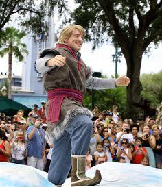 """Frozen Summer Fun"" got under way this week at Disney's Hollywood Studios with Anna, Elsa and Kristoff making their debut in a royal processional down Hollywood Boulevard! Disney Love, Disney Magic, Disney Frozen, Frozen Frozen, Disney Men, Disney Trips, Disney Parks, Walt Disney World, Disneyland Trip"