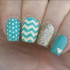 Chevron accent nail done with mini chevron nail vinyls - Nails & Tutorials - Fabulous Nails, Gorgeous Nails, Love Nails, How To Do Nails, Pretty Nails, Fun Nails, Pretty Nail Designs, Nail Art Designs, Nails Design