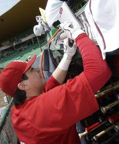 Los jugadores escarlatas ofrecieron autógrafos a los aficionados.