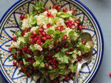 Mit Frühlingszwiebeln verfeinert: Granatapfel-Couscous | Zeit: 35 Min | http://eatsmarter.de/rezepte/granatapfel-couscous
