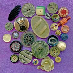 Lot of 28 celluloid buttons some wafers vintage buttons size 3/8 to 2 3/8