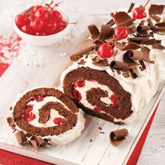 Mousse au chocolat et Bailey's - 5 ingredients 15 minutes Cake Roll Recipes, Dessert Recipes, Jelly Roll Cake, Jelly Rolls, Cake Decorating Piping, Bakery Menu, Christmas Sweets, Brunch, No Bake Cake
