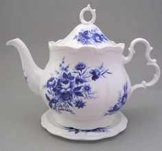 Royal albert - connoisseur - blue and white teapot and stand