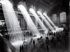 Photography of the Grand Central Terminal 100 Year Anniversary - New York City Berenice Abbott, Alfred Stieglitz, New York Images, New York Pictures, Rare Pictures, Shimane, Cincinnati, Wassily Kandinsky, Gustav Klimt