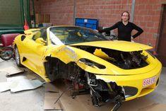 Ferrari F430 Spider belandt op zijn kop door klapband in België