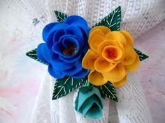 Par de prendador de cortina feito em feltro com o motivo de rosas . Lindo para decorar qualquer ambiente.Cores a combinar. R$ 34,50