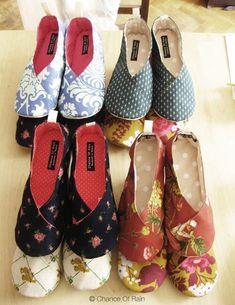 기본적으로 많이 만들어지는 룸슈즈 스타일입니다. 사실 이렇게 봐선 간단해 보인다고 해도 사이즈 잴때 포... Crochet Shoes, Crochet Slippers, Dear Jane Quilt, Ethical Fashion, Womens Fashion, Creative Shoes, Shoe Pattern, How To Make Clothes, Easy Sewing Projects