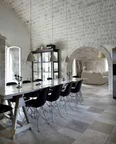 Gorgeous brick wall and ceiling in this dining room. LOVE the textured creamy whiteness of it all.