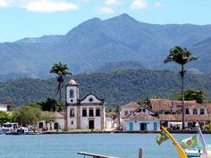 Paraty - RJ - Brasil - A cidade foi, durante o período colonial brasileiro (1530-1815), sede do mais importante porto exportador de ouro do Brasil.  Por estar localizada quase ao nível do mar, a cidade foi projetada levando em conta o fluxo das marés. Como resultado, muitas de suas ruas são periodicamente inundadas pela maré.