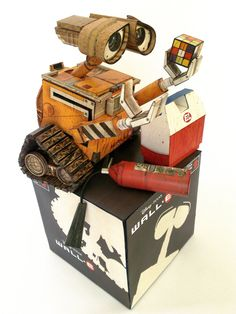AMAZING Wall-E papercraft by ~ikarusmedia. Hard to believe it's paper! (This is a slightly modified template that's free to download & use - just follow his links to find it.)