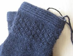 For Gunilla I offered to knit mittens. Mittens that will last for years. Knitting Stitches, Hand Knitting, Knitting Patterns, Knit Mittens, Knitted Gloves, Creative Knitting, Fair Isle Knitting, Twine, Stitch Patterns