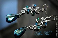 Серьги `Swarovski, серебро, винтаж Crystal Bermuda Blue`. Использованы кристаллы Swarovski, винтажная фурнитура. Все посеребрено.   Швензы-серебро 925.  Длина 8 см.1800