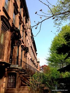 Brownstone in Clinton Hill, Brooklyn, New York  Get inspired here: http://www.blocal-travel.com/2014/05/brownstone-brooklyn.html