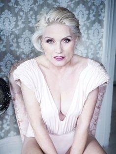 An older, but just as beautiful, Debbie Harry Blondie Debbie Harry, Women Of Rock, Divas, Le Jolie, Female Singers, Famous Women, American Singers, Blondies, Musical