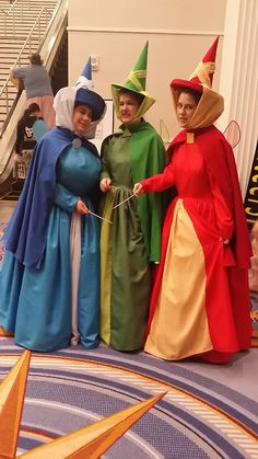 The Three Good Fairies: Flora, Fauna and Merryweather Cute Group Halloween Costumes, Family Costumes, Group Costumes, Diy Costumes, Cosplay Costumes, Sleeping Beauty Cosplay, Sleeping Beauty Fairies, Pixar, Fairy Godmother Costume