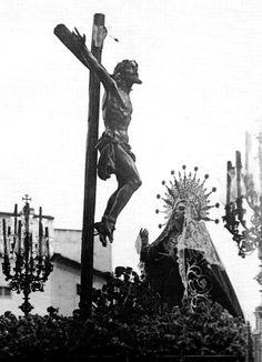 Fotos antiguas en B/N - Página 9 Catholic Art, Statue Of Liberty, Sky, Bullshit, Aesthetics, Travel, Abandoned Churches, Saints, Folklore