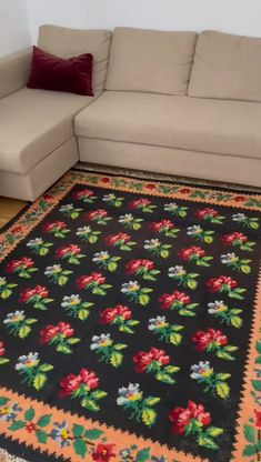 Vintage Romanian floral carpet made by hand from wool tinted with traditional methods, very romantic and delicate, boho romantic style, can fit also a modern or classic decor. Colorful Flowers, Wool Rug, Hand Weaving, Delicate, Carpet, Romantic, Traditional, Boho, Rugs