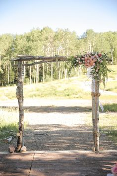 Stunning wooden ceremony altar! View the full wedding here: http://thedailywedding.com/2016/06/15/blush-mountains-wedding-ashley-nick/