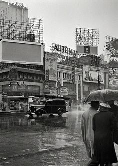 """Shorpy Historical Photo Archive :: Saludos Amigos: March """"New York, N. Times Square on a rainy day."""" Now playing: Disney's """"Saludos Amigos."""" Afterward we can grab a bite at the Automat. Medium format negative by John Vachon, Office of War Information. Old Pictures, Old Photos, Vintage Photographs, Vintage Photos, Shorpy Historical Photos, Sainte Marie, Vintage New York, Photo Archive, Black And White"""
