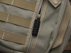 Survival Straps Paracord Bracelets are not only fashionable, they're made of super strong military spec paracord. The ultimate in survival gear! Paracord Zipper Pull, 550 Paracord, What Is Bug, Self Defense Tips, Range Bag, Paracord Projects, Bug Out Bag, Paracord Bracelets, Zipper Pulls