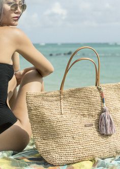 The Oak shopper is a perfect beach bag. Big enough to fit al of your beach essentials! The shopper is available in three different colours. #barts #accessories #summer