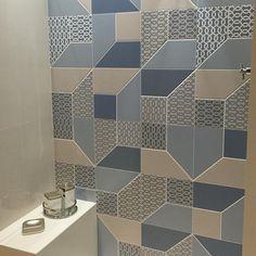 #mulpix O Look Blue também foi um dos nossos favoritos!   #Eliane  #Decortiles  #porcelanato  #revestimento  #reforma  #obra  #lavabo  #banheiro  #weloveit  #acabamento