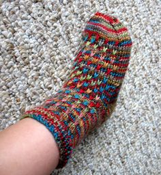 Kid's house socks. Free pattern.! Beautiful, makes ya want to bring out the sticks!  :D