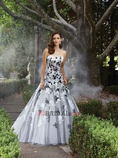 2016 Ethereal Ball Gown Strapless Empire Sweep Train Tulle Embroidery Wedding Dresses