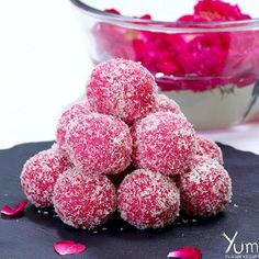Rose Coconut Ladoo Indian Dessert Recipes, Indian Sweets, Laddoo Recipe, Curried Couscous, Coconut Burfi, Mini Desserts, Spicy Recipes, Macaroons, Fudge