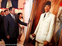 sby lukisan sukarno Double Breasted Suit, Single Breasted, Vietnam, Suit Jacket, Suits, History, Jackets, Conspiracy, Ufo